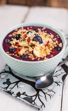 Superfood Breakfast—The Acai Bowl #VegaSmoothie