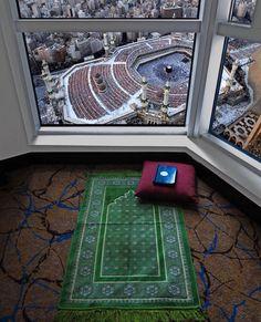 Assalamu alaikoum Being born into Islam is the biggest blessing of Allah, alhamdoulillah. Mecca Wallpaper, Quran Wallpaper, Islamic Wallpaper, Iphone Wallpaper, Islamic Images, Islamic Pictures, Islamic Art, Islamic Quotes, Mecca Masjid