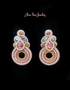 Soutache earrings by Ana Sas Jewelry Boho Jewelry, Handmade Jewelry, Jewelry Design, Jewellery, Soutache Necklace, Tassel Earrings, Shibori, Beaded Embroidery, Swarovski Crystals
