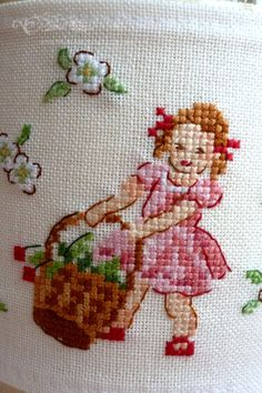 This post was discovered by Ma Cute Cross Stitch, Cross Stitch Borders, Cross Stitch Flowers, Cross Stitch Designs, Cross Stitching, Cross Stitch Embroidery, Hand Embroidery, Cross Stitch Patterns, Stitch Book