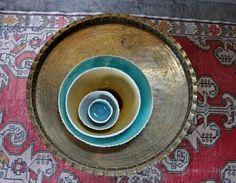 Ruche bleu azurée, servant de plateau - repas pièce maîtresse amusant décor de porcelaine