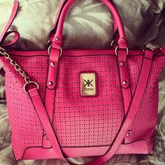 #kardashian#kollection#bags <3 <3 Purses And Bags, Pink Purses, Buy Bags, Kardashian Kollection, Girls Bags, Backpack Purse, Clutch Wallet, New Shoes, Handbag Accessories