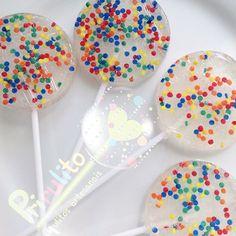 Mais cores por aqui! #prirulito #aracaju #sergipe #enviamosparatodobrasil #pirulitosdecaramelo #pirulitos #pirulitosconfeitados #pirulitosdecorados #sparklelollipops #sparklelolipop #lolipops #lolipop #lollipop #lollipops #pirulitos  #festainfantil #festasinfantis  #festa #festas #festadecriança #Kids #kidsparty #festaespecial #love #cute #baby  #partyfavors