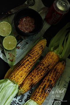 'Bhutta' ~ Indian-styled roasted corn on the cob flavored with lime, salt and chilli powder Indian Street Food, South Indian Food, Indian Snacks, Indian Food Recipes, Chilli Powder Recipe, Bbq Vegetables, Middle East Food, Punjabi Food, Food Garnishes