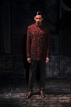 Sabyasachi Mukherjee. AICW 15'. Indian Couture. Mens Indian Wear, Indian Groom Wear, Indian Men Fashion, Mens Fashion, Indian Look, Indian Man, Indian Male Model, Groom Outfit, Sabyasachi