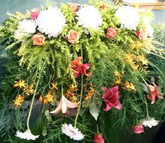 Big flower arrangement for main table at a wedding. Big Flowers, Wedding Flowers, Flower Arrangements, Floral Wreath, Wreaths, Table, Plants, Home Decor, Floral Arrangements