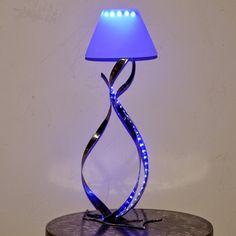 créateur d'objets déco en fer forgé, bougeoirs, luminaires,porte bouteille : lampe a LED de fabrication artisanal