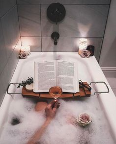 This bubble bath looks like hygge heaven! The perfect way to relax after a long day. Wc Decoration, Bath Recipes, Decoration Inspiration, Relaxing Bath, House Goals, Bath Time, Spa Day, Hygge, My Dream Home