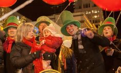 More than 1,000 carolers sing in Seattle's Great Figgy Pudding Caroling Competition