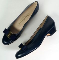 $550 Ferragamo Shoes 7.5 Narrow VARA Navy Blue Leather Pumps *EXCELLENT*  7.5 #SalvatoreFerragamo #PumpsClassics #versatile