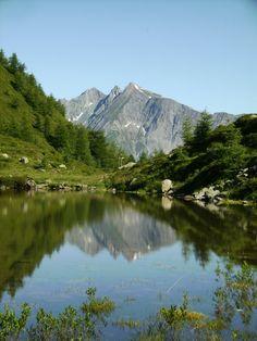 Österreich Tirol Matrei in Osttirol  Spiegelbild des Ochsenbuges im Zunigsee