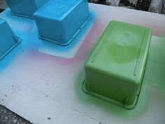 First Grade Fever!: Quick-n-Easy Storage Bin Makeover- spray paint clear bins! Classroom Setting, Classroom Setup, Kindergarten Classroom, Future Classroom, School Classroom, Organization And Management, Classroom Organization, Classroom Management, Diy Organization