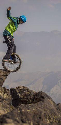 Mit dem Einrad einen 5600-Meter-Berg runter! Das Video seht ihr hier: http://www.travelbook.de/welt/Spektakulaeres-Video-Deutscher-bezwingt-5600-Meter-Berg-mit-Einrad-595533.html