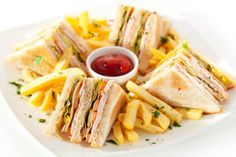 Club Sandwich, Price Club Sandwich, Club Sandwich in the world, Club Sandwich in. Club Sandwich Receta, Club Sandwich Recipes, Chicken Sandwich Recipes, Grilled Sandwich, Salmon Recipes, Romantic Breakfast, Cold Sandwiches, Food Fantasy, Aesthetic Food