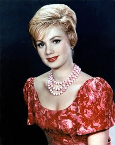 Shirley Jones ✾ (Oklahoma, Carousel and Partridge Family) Red Haired Actresses, Young Actresses, Female Actresses, Hollywood Actresses, Actors & Actresses, Shirley Jones, Vintage Hollywood, Hollywood Glamour, Classic Hollywood