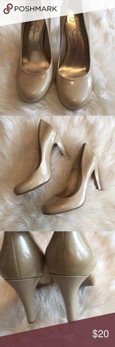 SZ 8 Jessica Simpson Cream Patent Toe Heels SZ 8 Jessica Simpson Cream Patent Round Toe Heels Jessica Simpson Shoes Heels