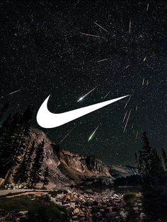 Nike // Fond d'ecran // Iphone Wallpaper // Tendance // just do it Etoiles Filantes montagne nuit