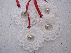 A quick and pretty crochet garland.