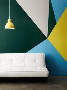 Геометрические узоры на стене