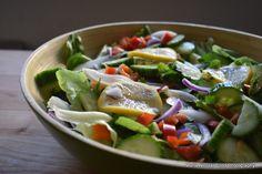 15 retete de salate pentru slabit sanatos. Salate delicioase si rapide – Sfaturi de nutritie si retete culinare sanatoase Protein Cookies, Women Life, Cobb Salad, Cabbage, Good Food, Fresh, Chicken, Vegetables, Health