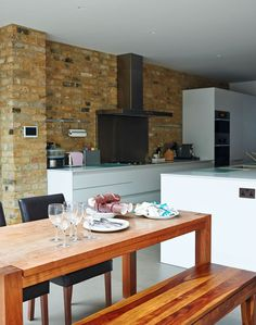 hmmmm VC Design loves the likes the brick with white, but splashback dissappointing