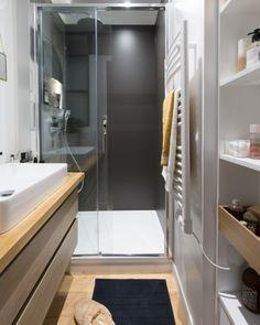 Washroom Design, Small Bathroom Inspiration, Room Design, Old Bathrooms, Minimalist Showers, Basement Remodeling, Shower Room, Bathroom, Bathroom Design