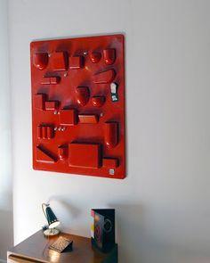Uten.silo en ABS rouge, design Dorothée Becker, edition Design M /Ingo Maurer, c. 1970.