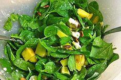 Mango Salat, Feta Salat, Quick Recipes, Vegan Recipes, Vegan Food, Spinach Leaves, Wonderful Recipe, Spinach Salad, Pumpkin Spice