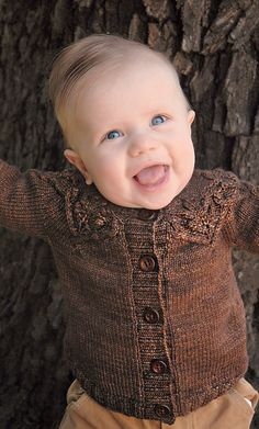 This tiny version of the original Gnarled Oak Cardigan from Coastal Knits features a beautiful embossed cabled oak leaf motif. Your little one will look adorable in this eye-catching cardigan! Knitting For Kids, Baby Knitting Patterns, Knitting Designs, Knitting Yarn, Knitting Ideas, Baby Pullover, Baby Cardigan, Crochet Baby, Knit Crochet