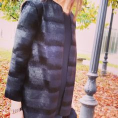 Giacca girocollo realizzata in bellissimo cavallino ecologico nero. Taglia 42/44Round neck jacket made of beautiful eco-friendly Pony-Skin . size 42/44