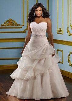 "Robe de mariée ""Lovely"" collection ""Jolies Formes"" http://www.robe-discount.com/achat-robe-de-mariee-majestique--227096.html"