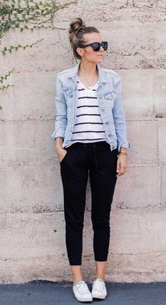 what to wear in spring, best spring outfits , best spring fashion, best spring outfits 2020 denim jacket outfis Teen Fashion Outfits, Mode Outfits, Look Fashion, Fashion Spring, Womens Fashion, Fashion Design, Cute Spring Outfits, Casual Work Outfits, Simple Winter Outfits