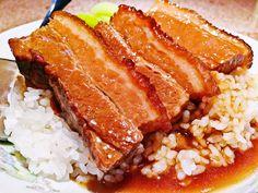 炊飯器に入れてほったらかしの超ずぼら調理で絶品すぎる肉料理を作ってみませんか?火加減が難しいブロック肉や骨付き肉は、炊飯器で調理すると驚くほどしっとり柔らかくジューシーに仕上がります。安い肉類を贅沢感あるご馳走メインに変身させられる炊飯器レシピをご紹介します。