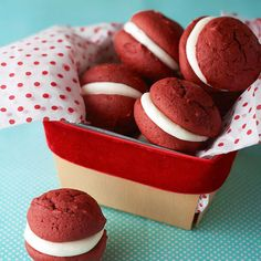 Red Velvet Whoopie Pies--Your favorite cake flavor is back and cuter than ever! Introducing our red velvet whoopie pies -- complete with a gooey marshmallow center sandwiched between two fluffy, cakelike cookies. Holiday Treats, Christmas Treats, Holiday Recipes, Christmas Holiday, Christmas Recipes, Köstliche Desserts, Delicious Desserts, Dessert Recipes, Cookie Gifts