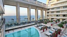 Hôtel Hyatt Regency Nice Palais de la Méditerranée - Nice -Dominant la Baie des Anges et les eaux turquoises de la Mer Méditerranée, le Hyatt Regency Nice Palais de la Méditerranée bénéficie d'une localisation idéale sur la prestigieuse Promenade des Anglais, à proximité du centre-ville et des attractions de la cité. Cet hôtel de luxe est non seulement doté d'une vue sur la mer, mais il est également situé à quelques minutes seulement des points d'intérêt les plus prisés de la cité.