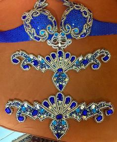 Beautiful blue bra and belt(?) Filigree and shell Belly Dance Belt, Belly Dance Outfit, Tribal Belly Dance, Belly Dancers, Mardi Gras Costumes, Carnival Costumes, Ballet Costumes, Belly Dance Costumes, Crystal Bralette
