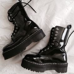 Goth style 126874914485832405 - shoes goth boots dark grunge alternative Source by Dr. Martens, Doc Martens Stiefel, Doc Martens Boots, Pretty Shoes, Cute Shoes, Me Too Shoes, Outfit Designer, Designer Boots, Heeled Boots