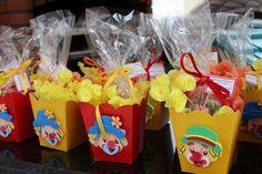 patati patata Clown Party, Circus Carnival Party, Circus Theme, Baby Birthday, Birthday Party Themes, Party Gifts, Diy Gifts, Diy And Crafts, Crafts For Kids