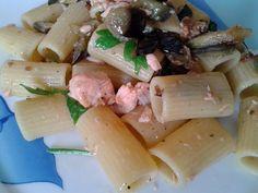 rigatoni con salmone e melanzane-piatto