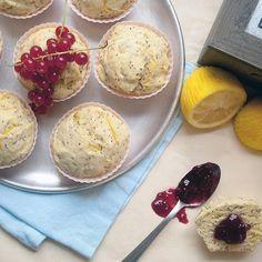 Ces petits gâteaux au citron de @mariecmur sont ! C'est notre inspiration #fraichementpresse du jour. #cookingwithlove #breakfast #brunch #lemon #homemade #instafoodie #foodblogger #mtlblogger #citrusfruits #citruslove #cupcake