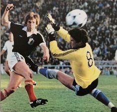 Kenny Dalglish, Football, Running, Scotland, Sports, Soccer, Hs Sports, Futbol, Keep Running