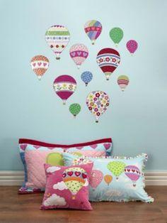 Ballonnen overal in je kamer! Zou dat nou niet gaaf zijn?! Dat kan met deze superleuke muurstickers van allemaal verschillende luchtballonnen van het merk Hiccups. Leuk in combinatie met de dekbedovertreksets van Beautifull Balloons van Hiccups. 4TrendyGirls