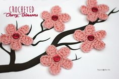 Repeat Crafter Me: Cherry Blossom Flower Crochet Pattern (free pattern) Crochet Video, Love Crochet, Crochet Motif, Diy Crochet, Crochet Crafts, Yarn Crafts, Crochet Projects, Crochet Appliques, Crochet Round