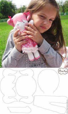 Felt doll patterns - 50 Moldes de Boneca de Pano para imprimir Passo a passo – Felt doll patterns Felt Doll Patterns, Fabric Doll Pattern, Doll Clothes Patterns, Sewing Patterns Free, Free Pattern, Homemade Dolls, Fabric Toys, Sewing Dolls, Doll Tutorial
