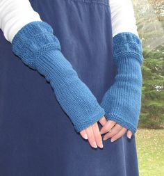 Ravelry: Early Morning Mitts pattern by perfectioKnits' designs