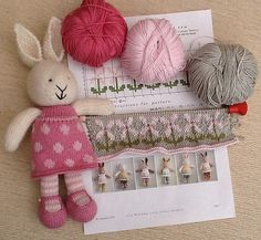 Ravelry: YarnandFloss' Tulip's new dress, 'Pretty Maids all in a Row'. Knitted Stuffed Animals, Knitted Bunnies, Knitted Animals, Crochet Bunny, Knitted Dolls, Knit Or Crochet, Crochet Crafts, Crochet Dolls, Yarn Crafts