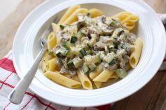 Deze pasta met courgette en champignons is super lekker, simpel te bereiden en bevat maar weinig ingrediënten. Ideaal voor na een drukke werkdag!