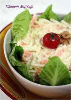 Elmalı Kereviz Salatası Vejeteryan yemek tarifleri – The Most Practical and Easy Recipes Turkish Recipes, Ethnic Recipes, Celery Salad, Salad Recipes, Healthy Recipes, Entrees, Cabbage, Easy Meals, Food And Drink