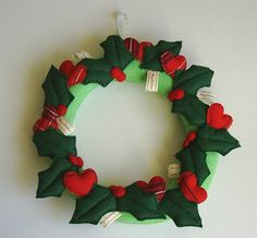 door wreath,christmas holiday door decoration,green felt xmas wreath,holly wreath,door hanger,holly berries,wall decor,HANDMADE BY FRALINE by fraline on Etsy