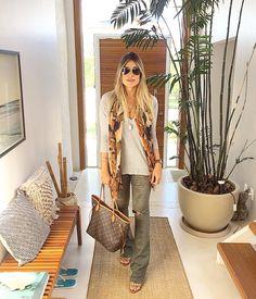 """796 curtidas, 27 comentários - Fernanda Pontelo (@fepontelo) no Instagram: """"Primeira do outono e já achei que tá friozinho #bomdia #goodmorning #work #autumn #ootd…"""""""